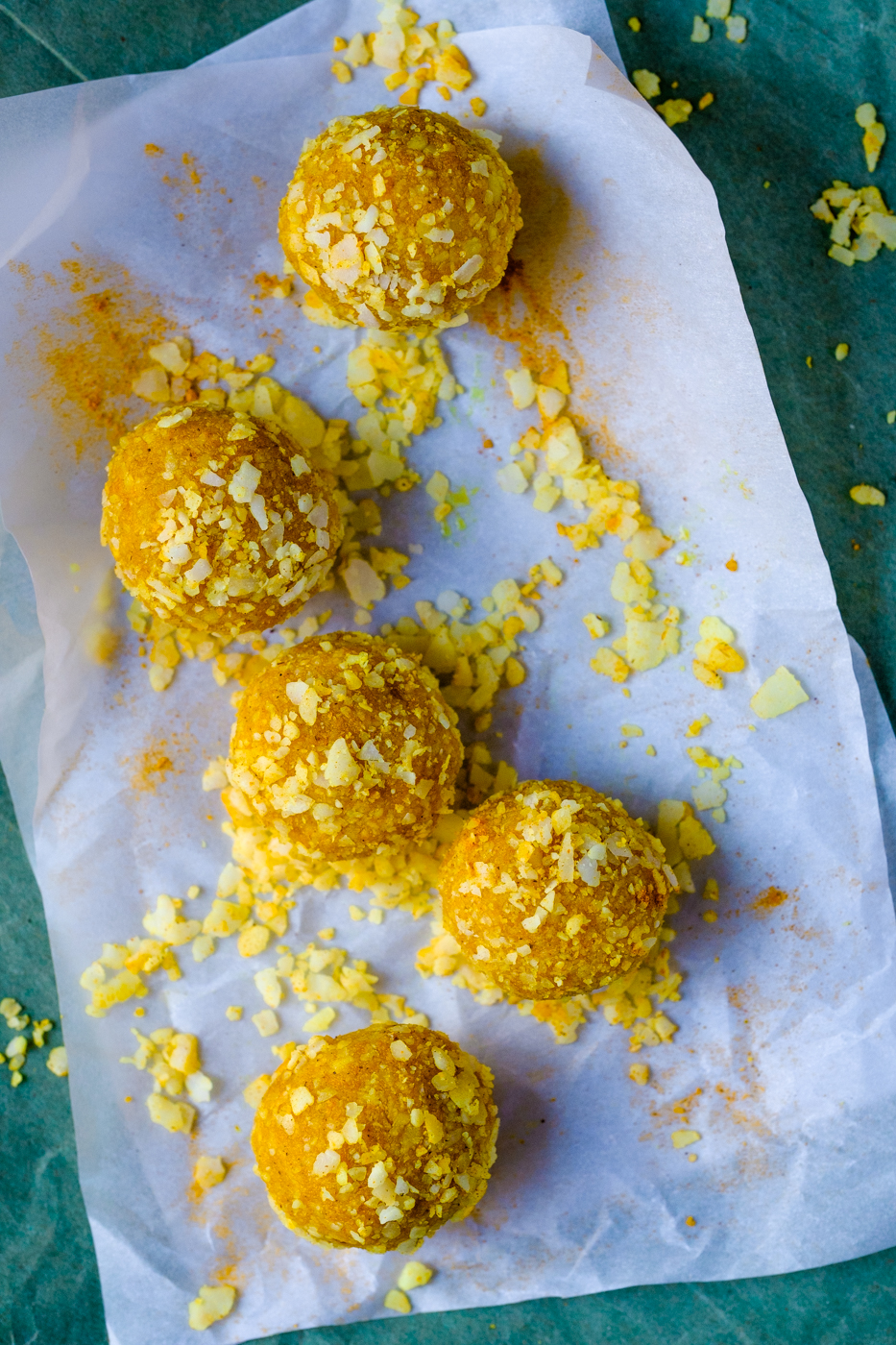 Lectin-Free Energy Bites with Coconut, Macadamia and Turmeric. They look very yellow and yummy.