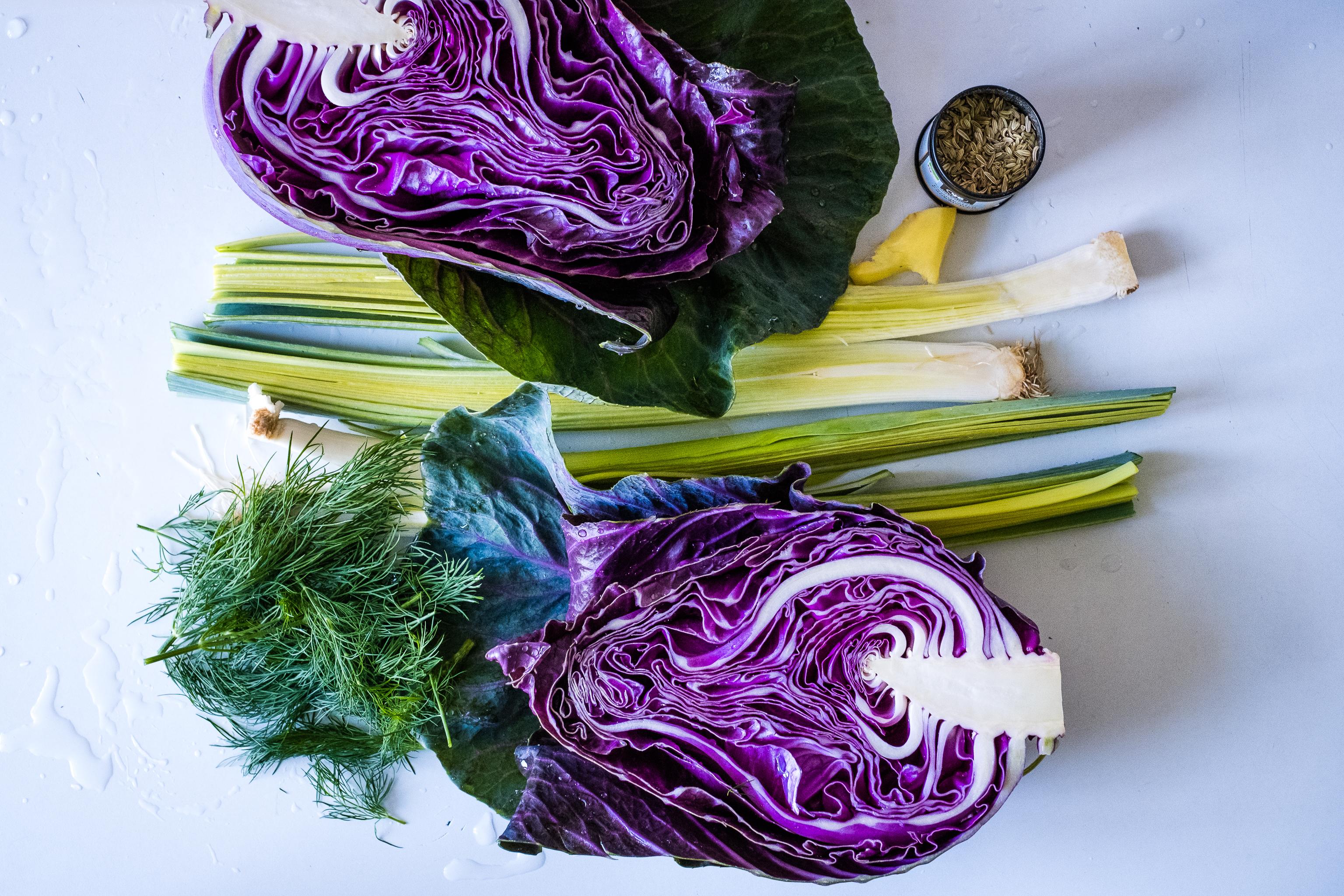 Just five ingredients: cabbage, leeks, dill, fennel seeds, ginger.  Plus extra virgin olive oil, salt and pepper.